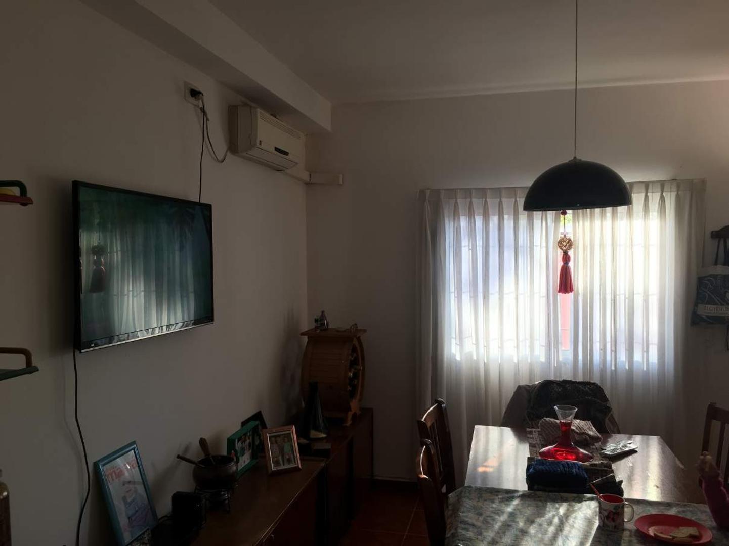 Casa - 130 m²   2 dormitorios   35 años