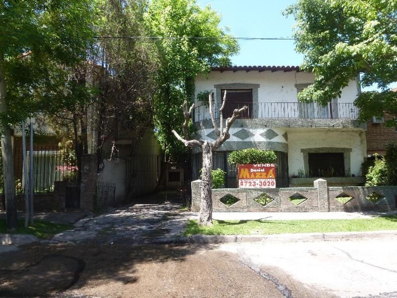 venta de casa para refaccionar en excelente ubicacion