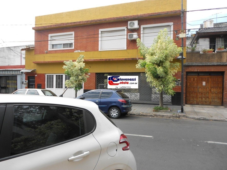DPTO. TIPO CASA + LOCAL, GARAGE Y GALPON, PROXIMO MITRE !!!
