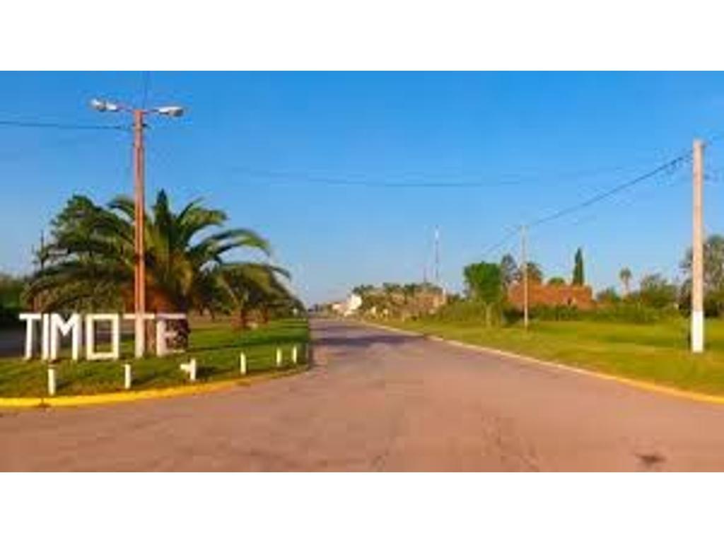 BUEN CAMPO CON EXCELENTES MEJORAS Y ALAMBRADOS PERIMETRALES NUEVOS
