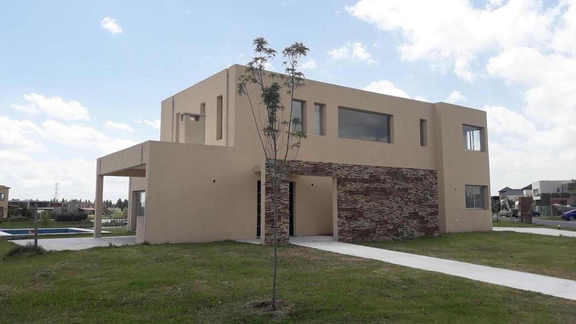 Casa en Venta en San Benito - 6 ambientes