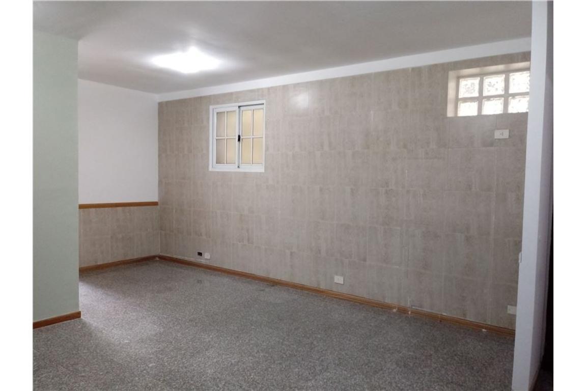 Oficina  3 ambientes y 1/2 a mts de cabildo