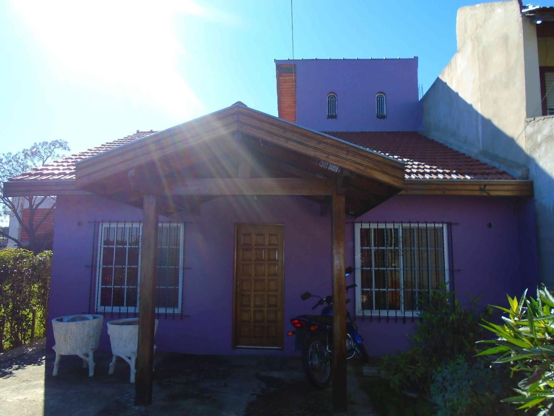 NO APTO CREDITO - Ciudad Evita-Casa 4 ambientes. 8.66mts x 34.74mts.
