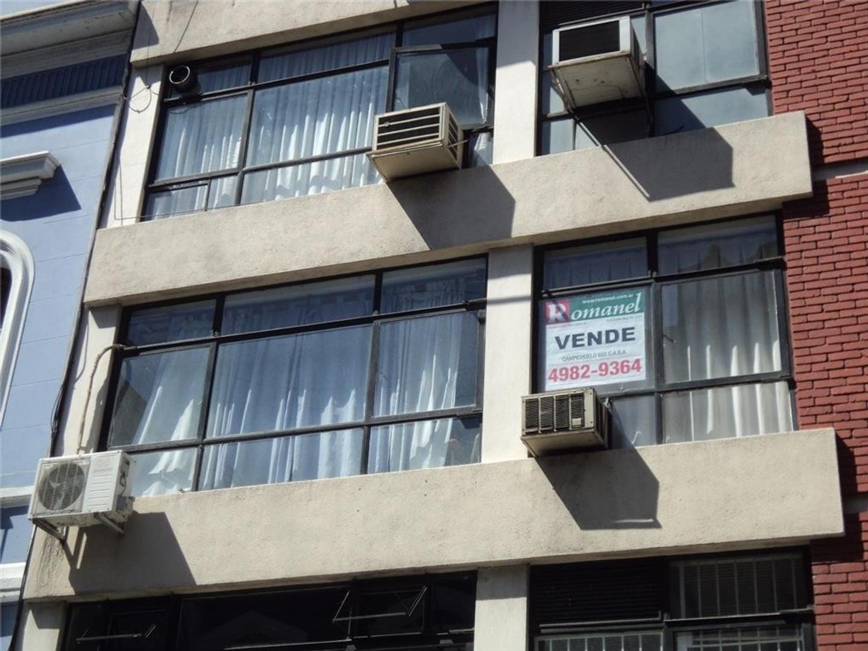 Dr.Adolfo Alsina y San Jose  impecable y luminosa oficina frente, bño e/comun $6000