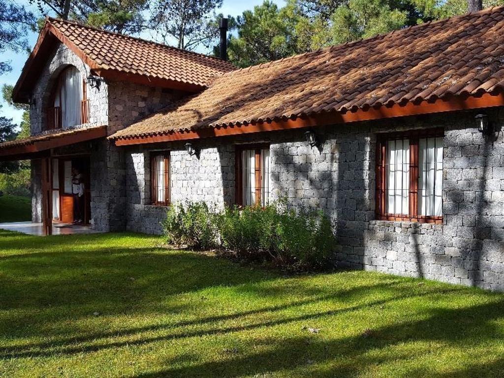 Lindísima casa en venta en Carilo !!