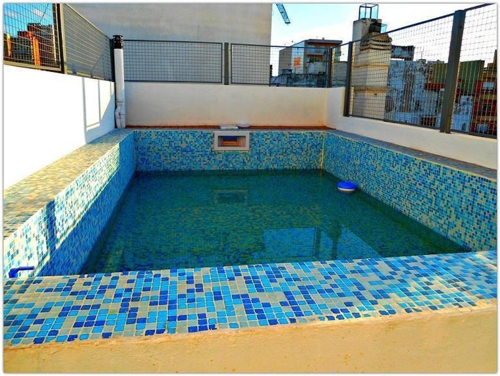 Mono ambiente divisible con balcón, doble ventanal. Cocina integrada. Edificio nuevo con piscina