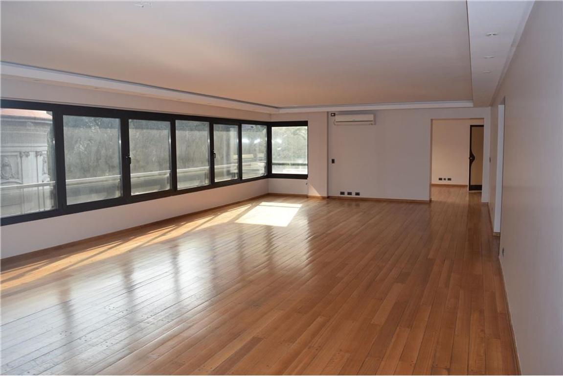 Excelente piso en Posadas y Montevideo