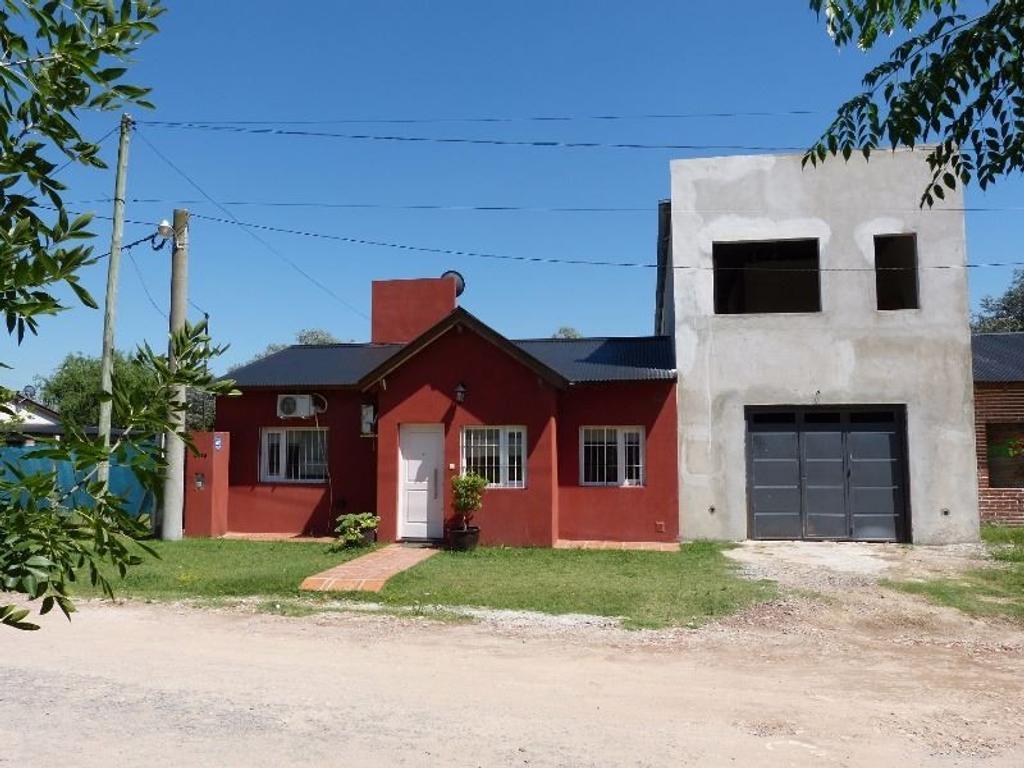 Casa en venta con ampliación a terminar. B° Valle Viejo.