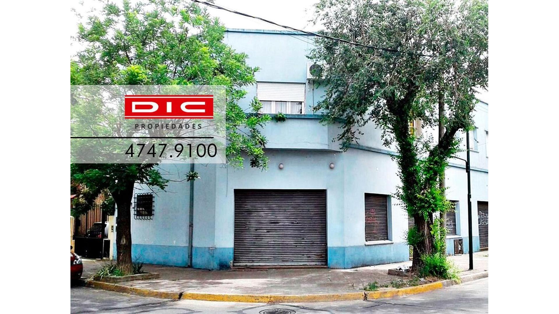 Local con vivienda sobre lote de 8.66x18.- 2 locales en planta baja con vivienda en planta alta.-