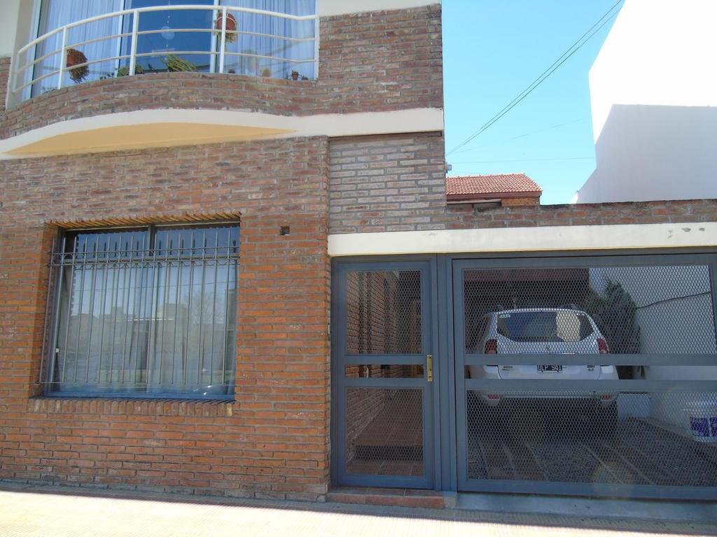 Casa en alquiler en La Plata Calle 38 e/ 27 y 28 Dacal Bienes Raices