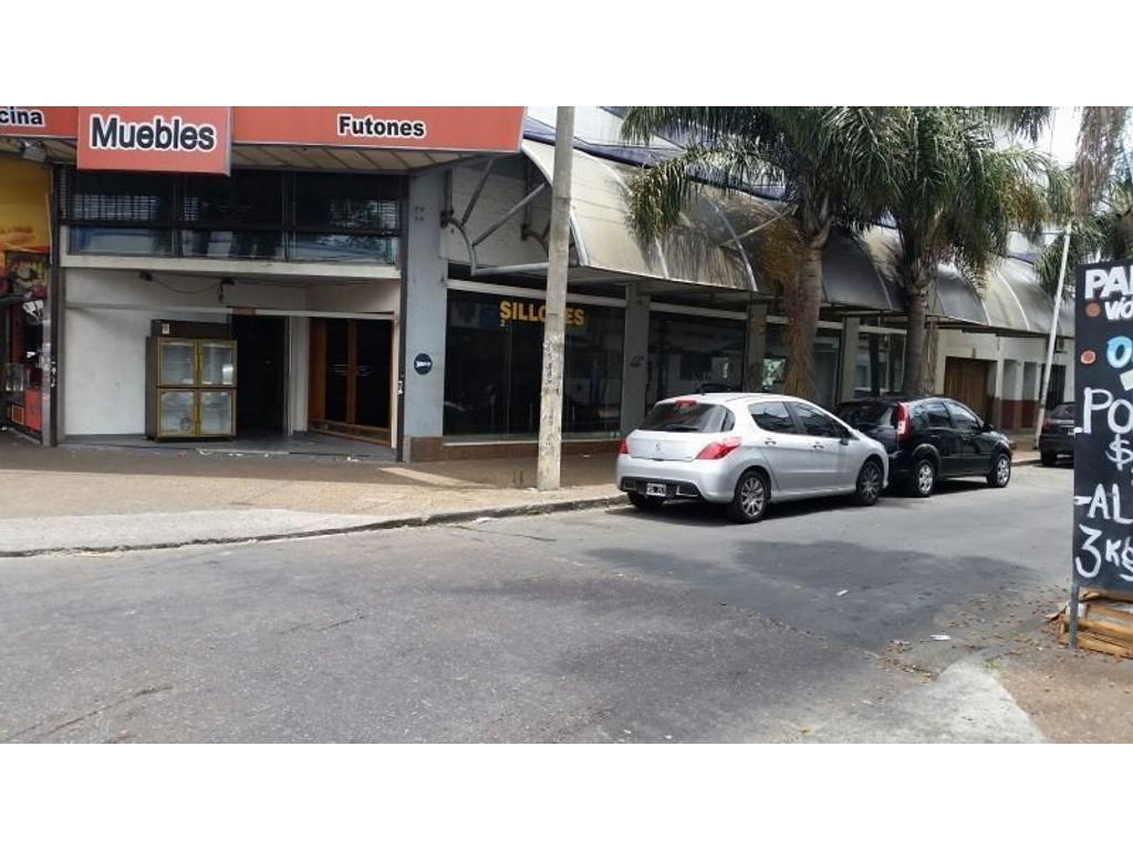 EXCELENTE LOCAL COMERCIAL IDEAL RESTAURANTE SOBRE AVENIDA CROVARA EN ESQUINA