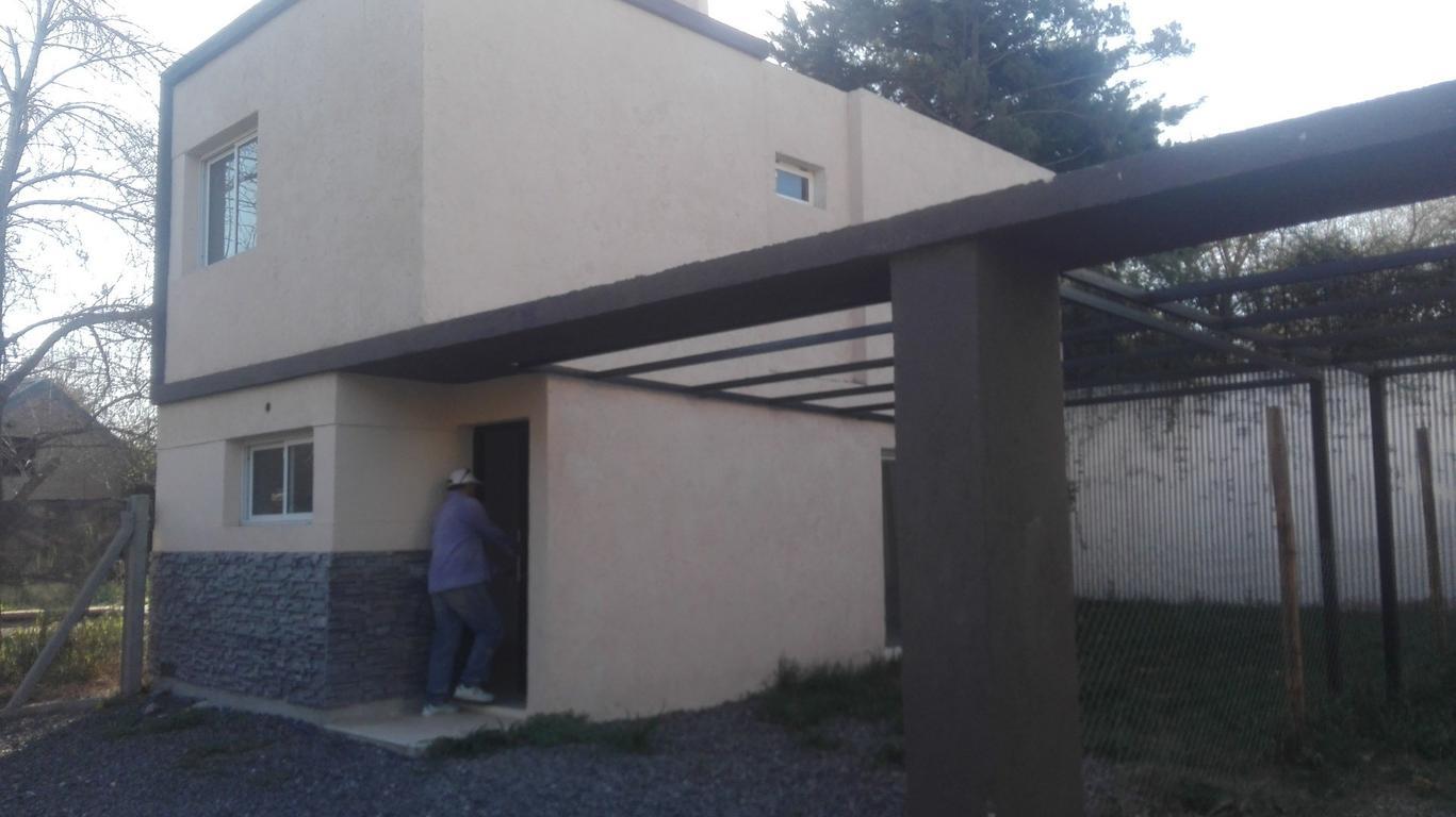 HERMOSO Y COMODO DUPLEX EN COMPLEJITO DE TRES UNIDADES FRENTE AL VIVERO ARGUELLO
