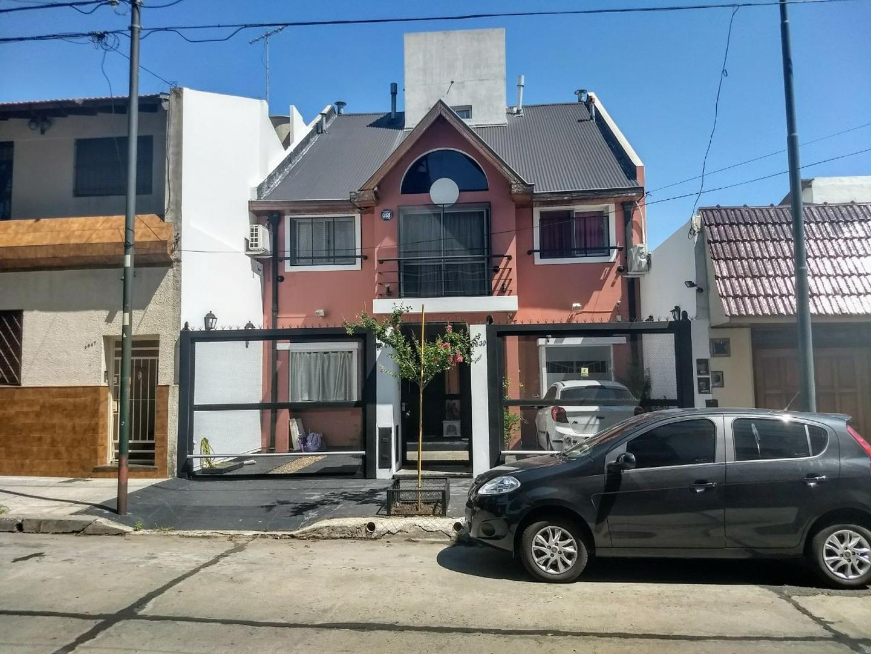 Disponible Excelente Triplex 5 Ambientes C/Fondo Libre y Quincho Dormitorio en Suitte