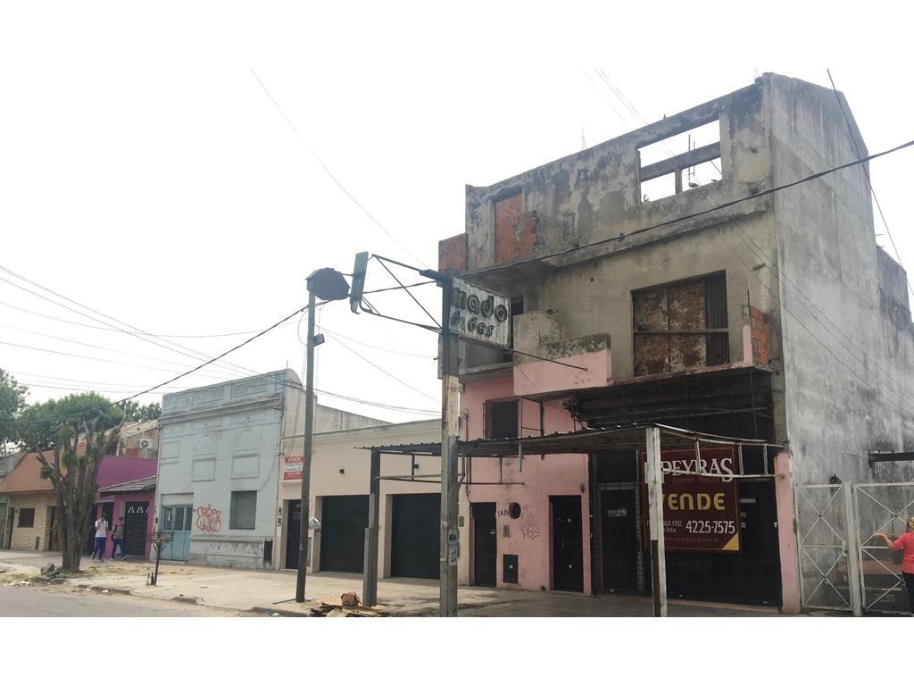Local en venta con vivienda a terminar, en Lanús, sobre avenida. L/G