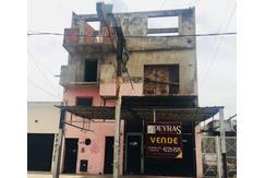 Local en venta con vivienda a terminar, en Lanús, sobre avenida.
