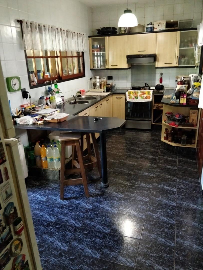 Casa - 200 m² | 5 dormitorios | 20 años