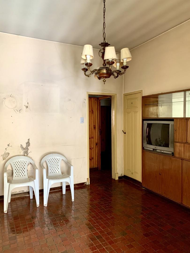 Venezuela 300 - 4 ambientes con cochera