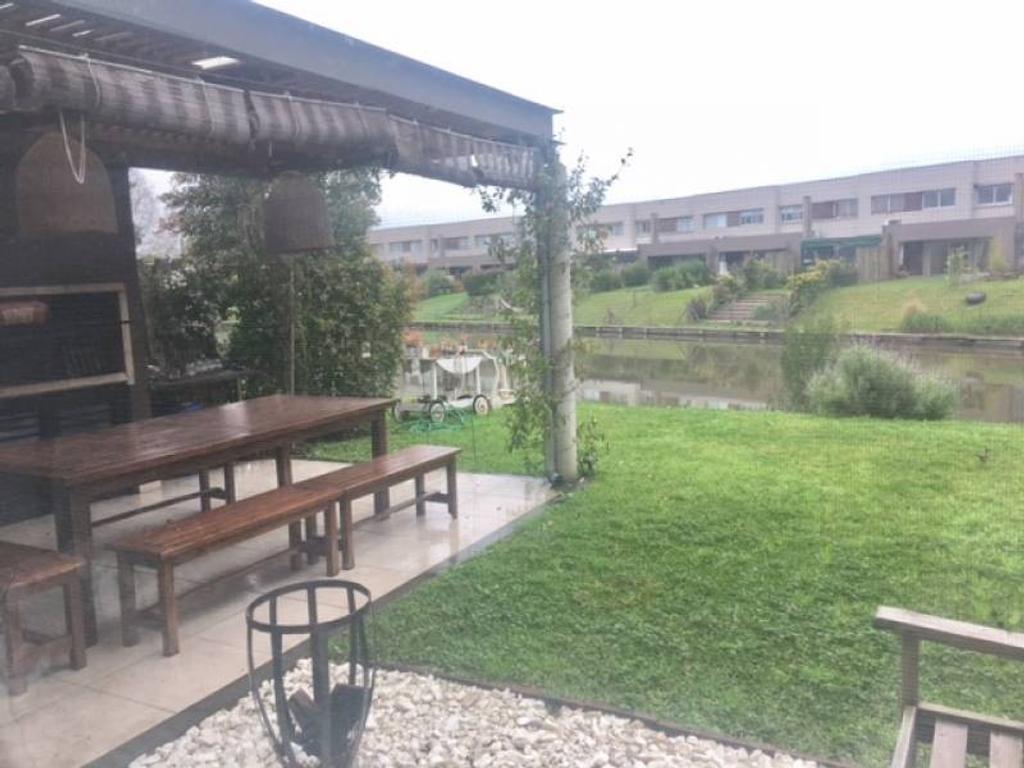 Excelente casita en LAGO ESCONDIDO. PB con jardin!