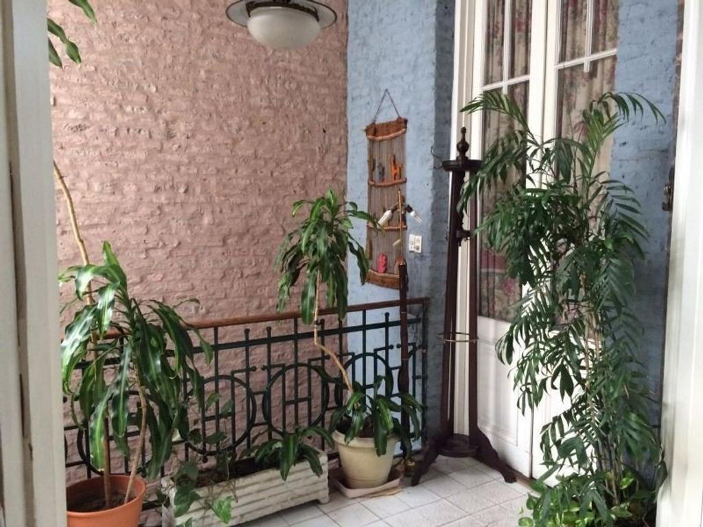 PH 6 ambientes en Venta, San Cristobal, terraza de 60m2, en primer piso al frente.
