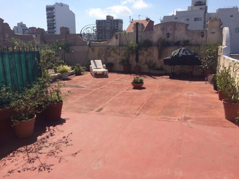 Hermoso PH 6 amb. al frente con terraza de 60 m2, en exc estado, muy lum!
