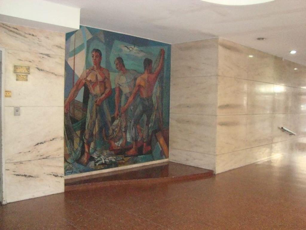 DEPARTAMENTO DE TRES AMBIENTES CON DEPENDENCIA , APTO  PROFESIONAL, COCHERA-