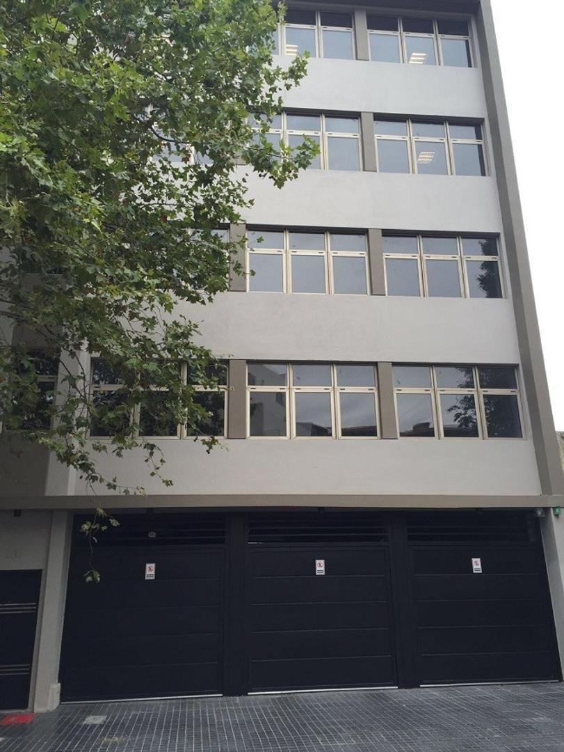 EXCELENTE PISO UNICO DE OFICINA PARA VARIOS EXCRITORIOS CON BAÑOS F Y M  Y OFFICE