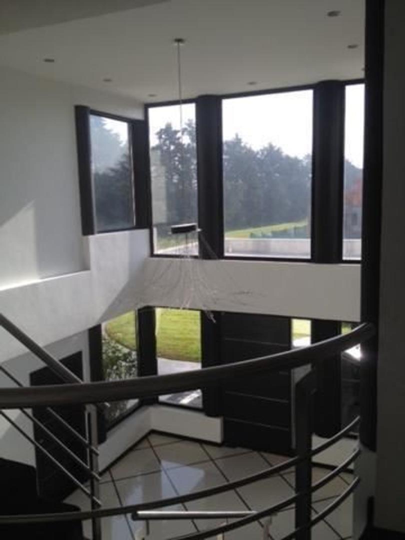 Casa - 950 m² | 5 dormitorios | 10 años
