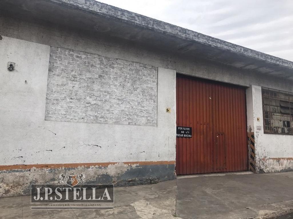 Galpon Industrial 400 m² con baño y vestuario- Lambare 5266 – Tablada