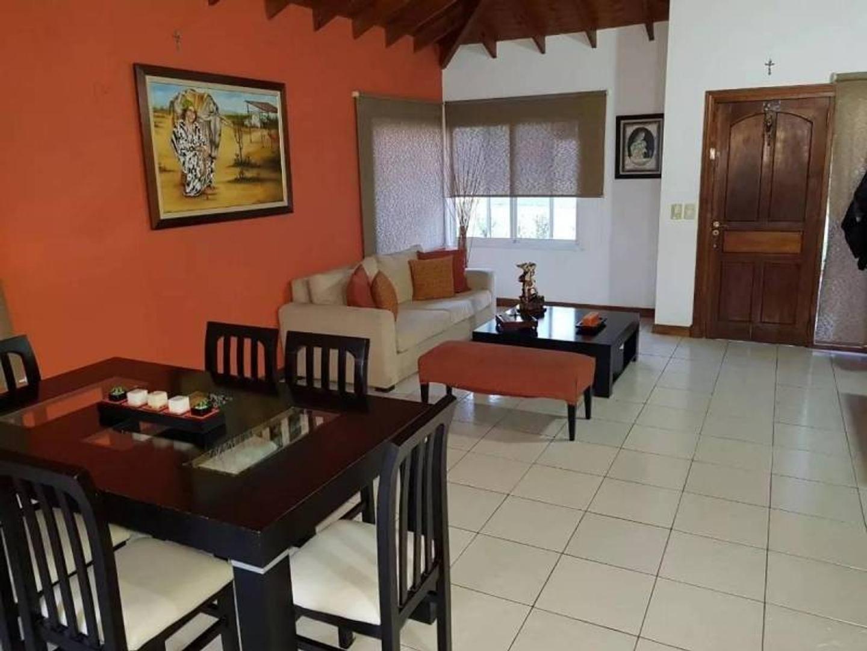 Casa - 160 m²   3 dormitorios   6 años