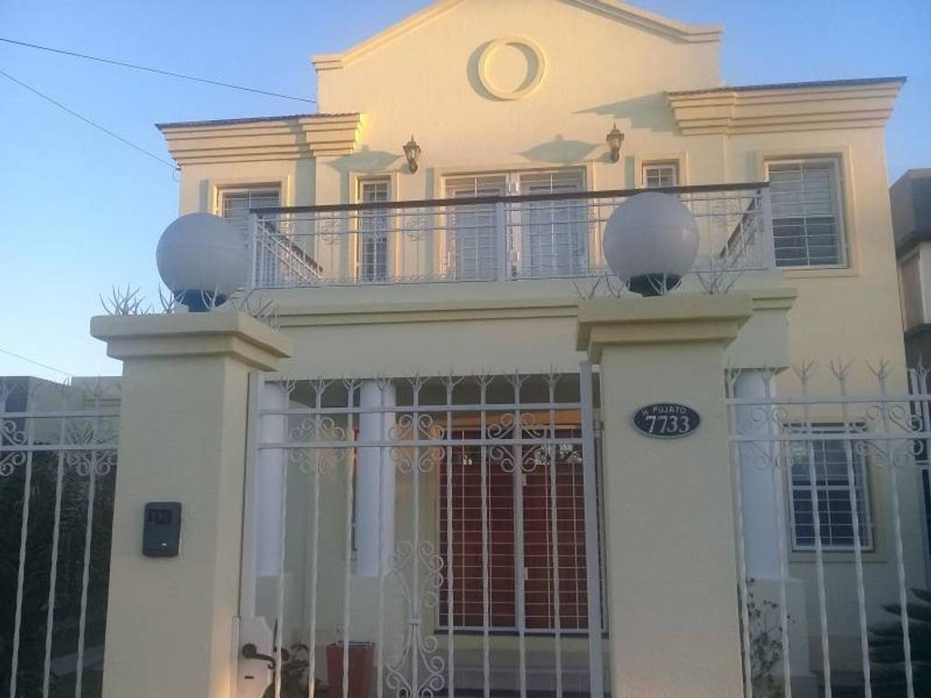 Casa de 3 dormitorios con piscina, parrillero y doble cochera