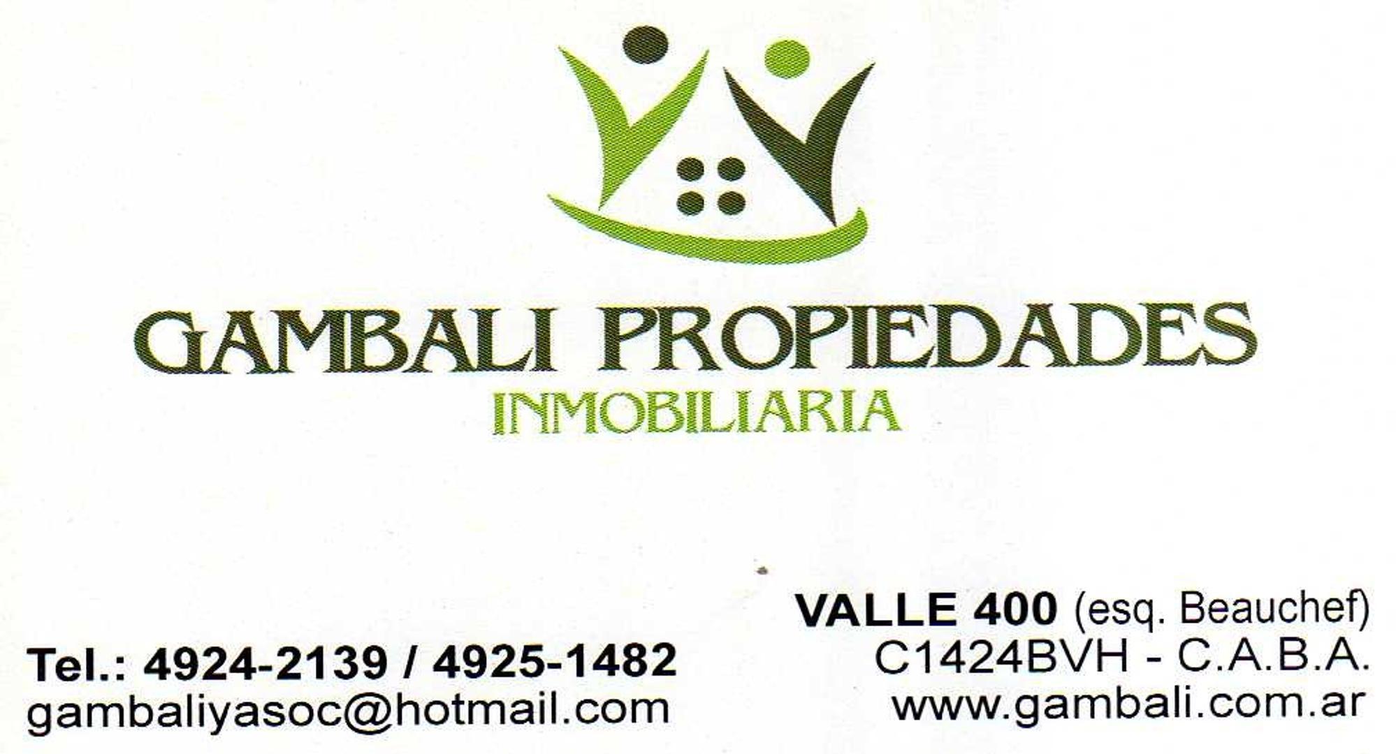 LOCAL CON ENTREPISO EN GALERIA SOBRE AVENIDA