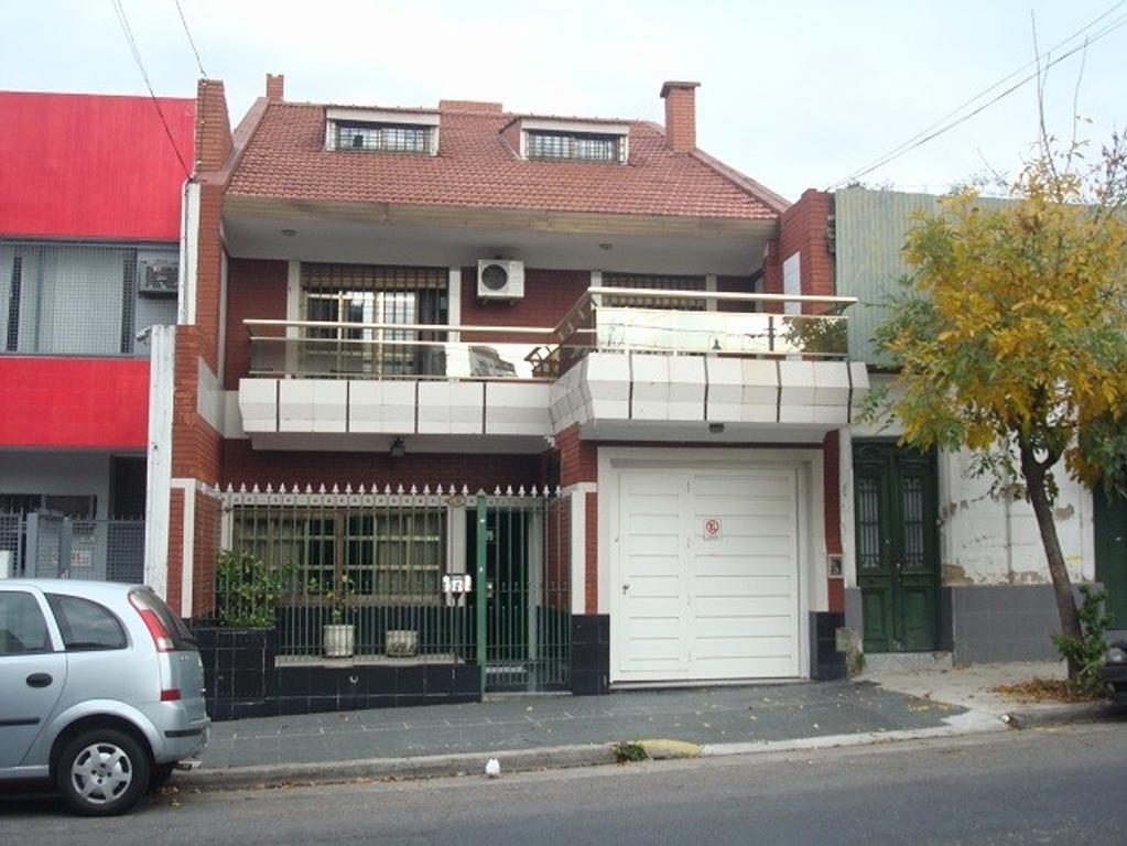 Casa con Garage (2 autos), jardín, quincho y playrrom
