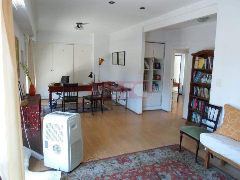 Espectacular Oficina/Local en 2do Piso, EXCELENTE Ubicación sobre Alvear.