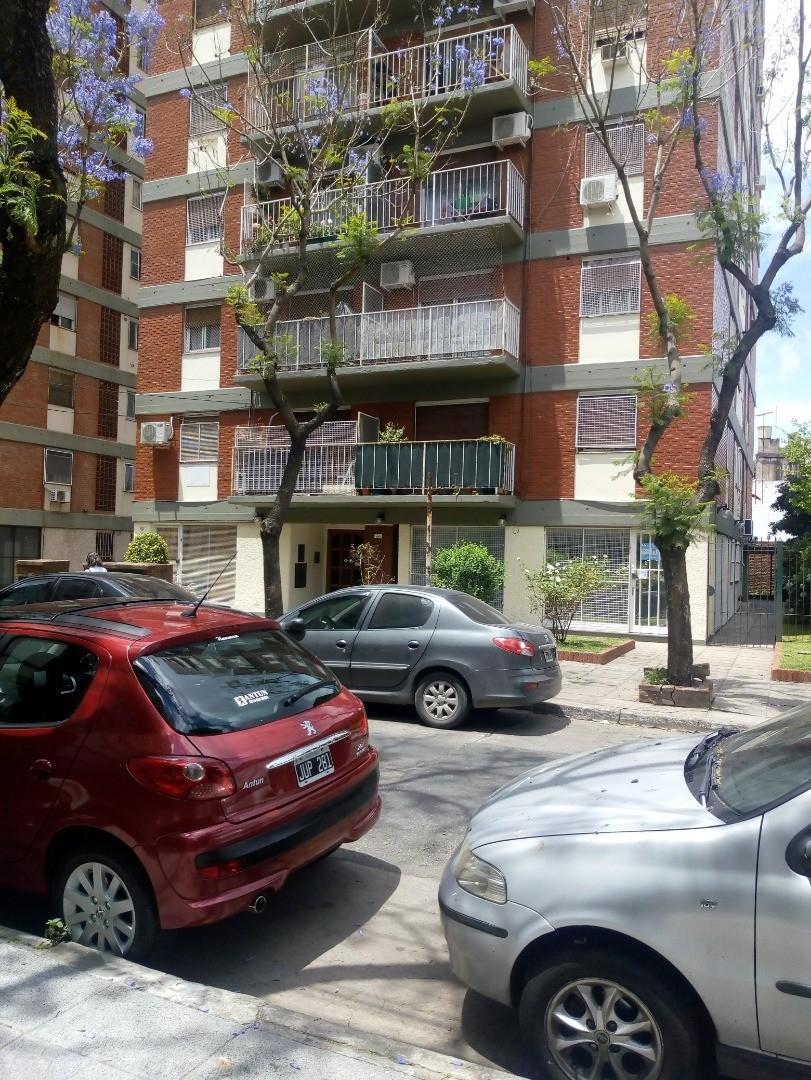 HERMOSO LOCAL A LA CALLE ZONA VIVIENDAS Y OFICINAS