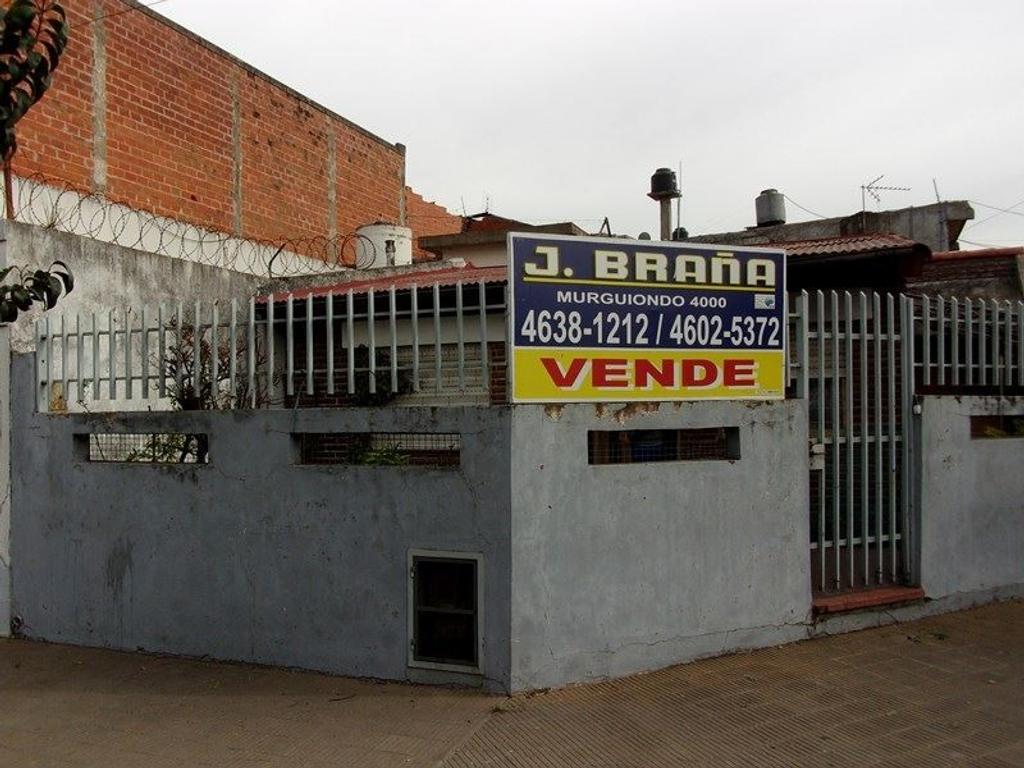 Casa en Venta de 4 ambientes Echeandía esquina Montiel