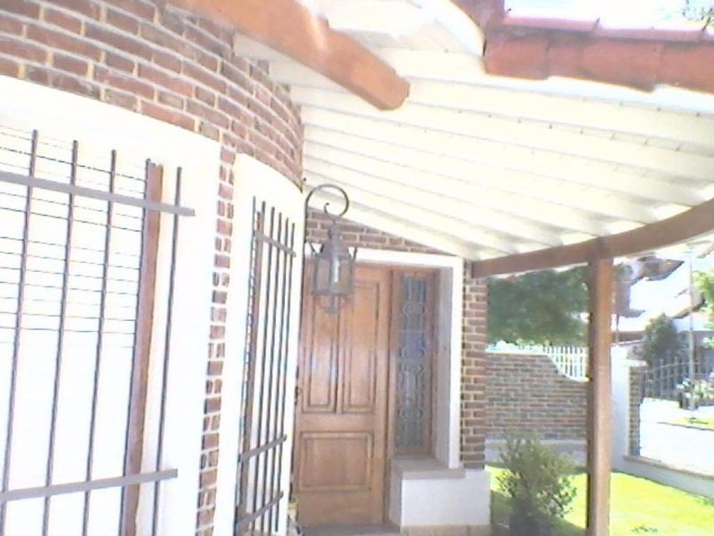 Casa en Villa Sarmiento, Morón, Buenos Aires - ALBERDI 926 (Código: 486-027)
