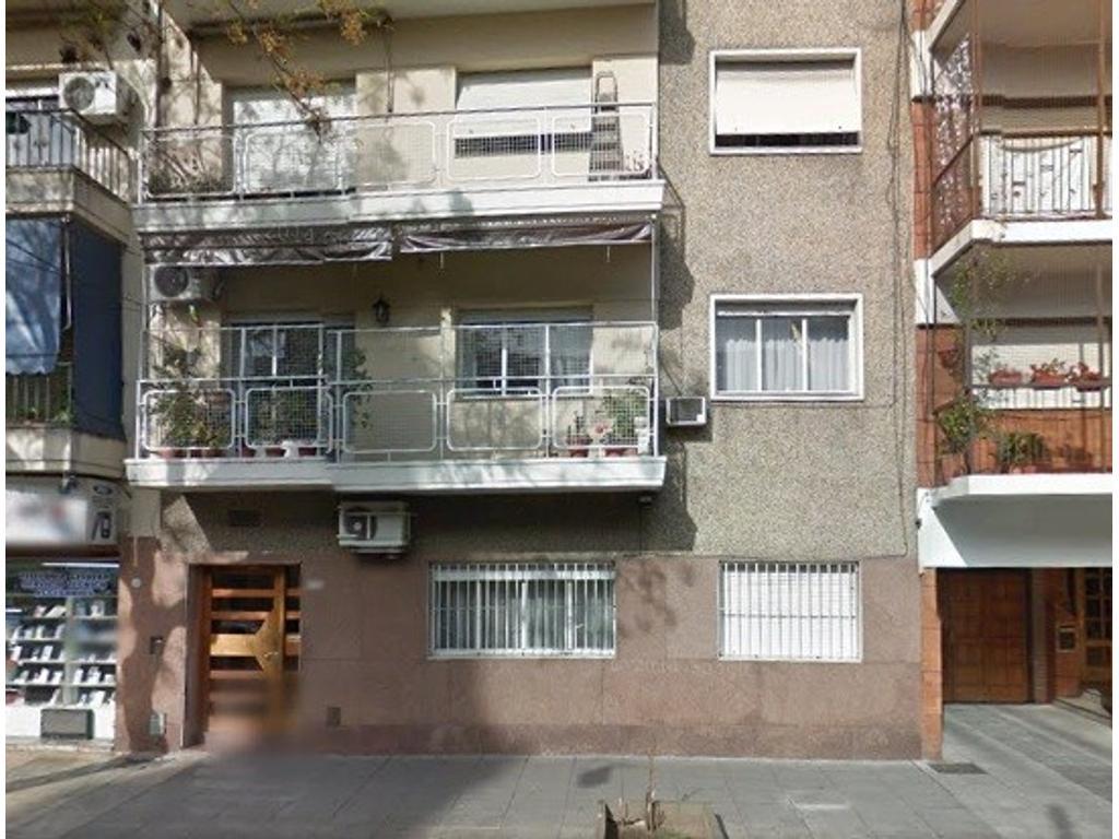 V.Urquiza a metros de Subte y Tren, 2 Dorm. Living Com. Coc. y Baño Comp, Cdor diario, 2 patios