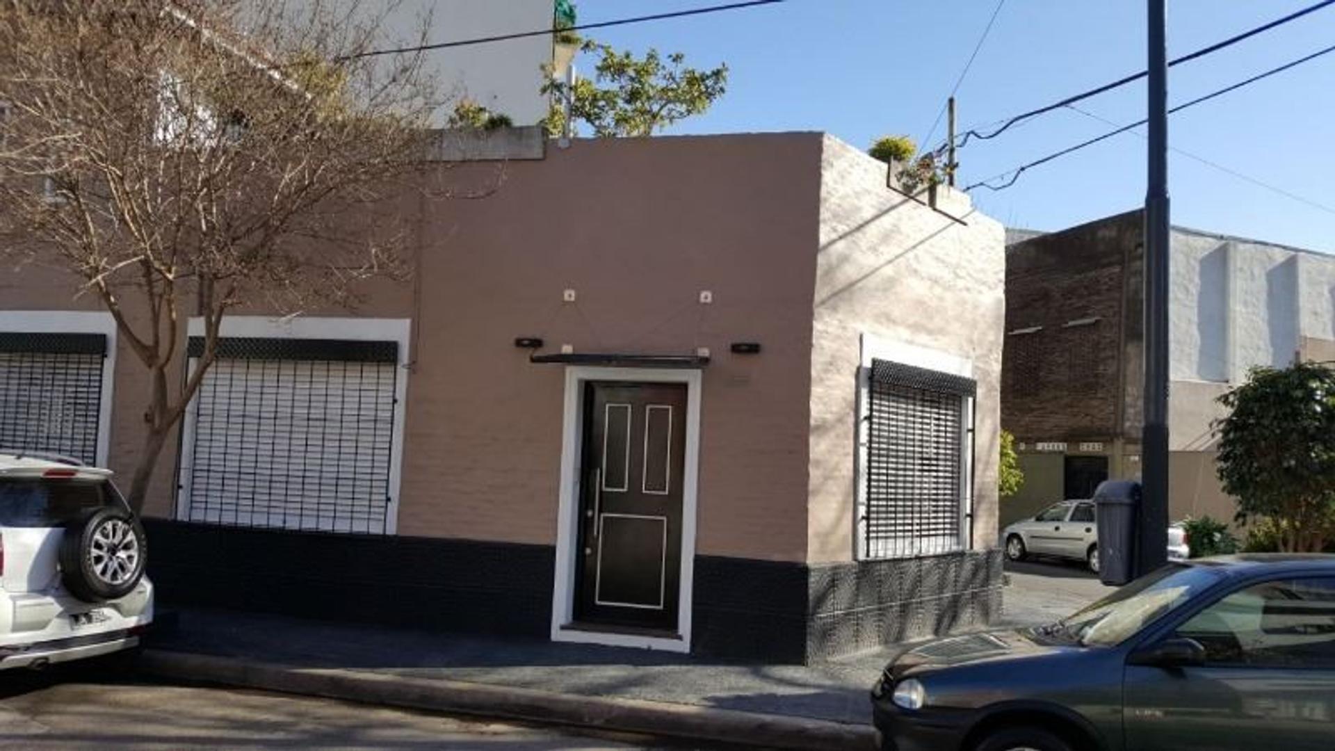 TIPO CASA 4 AMBIENTES ENTRADA INDEPENDIENTE  CON GARAGE Y TERRAZA Y PARRILLA