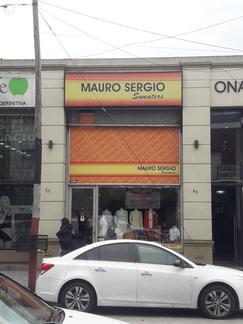 Excelente local comercial de doble altura sobre avenida 25 de mayo, a metros de la Estacion Lanus