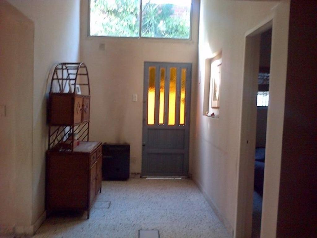 Hermoso PH con Patio y 2 Habitaciones en Temperley