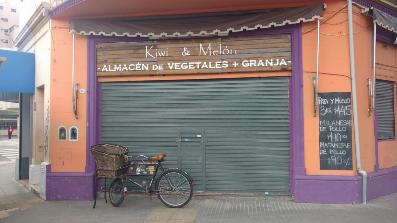 Local comercial en esquina. A mts. de Av. Cabildo al 4700