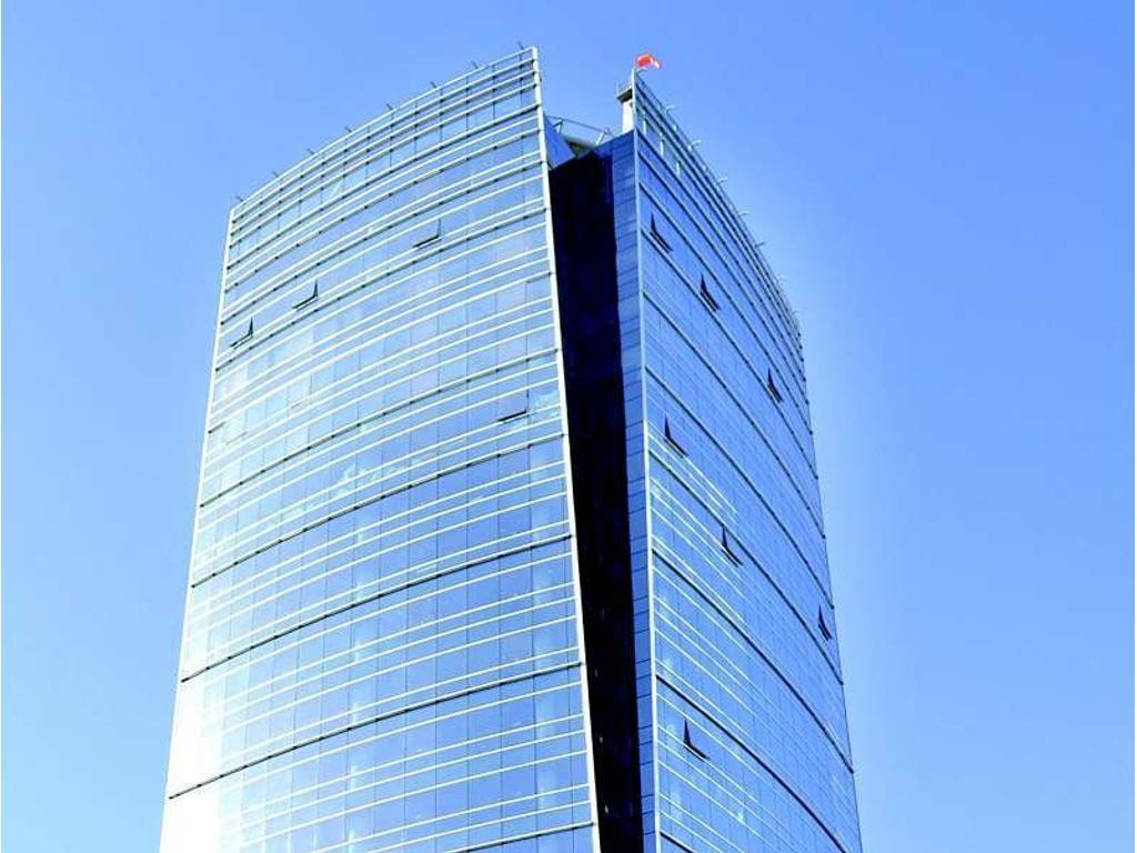 Piso de 642 m2. Edificio en torre. En planta libre.6 cochera(s).  A estrenar.