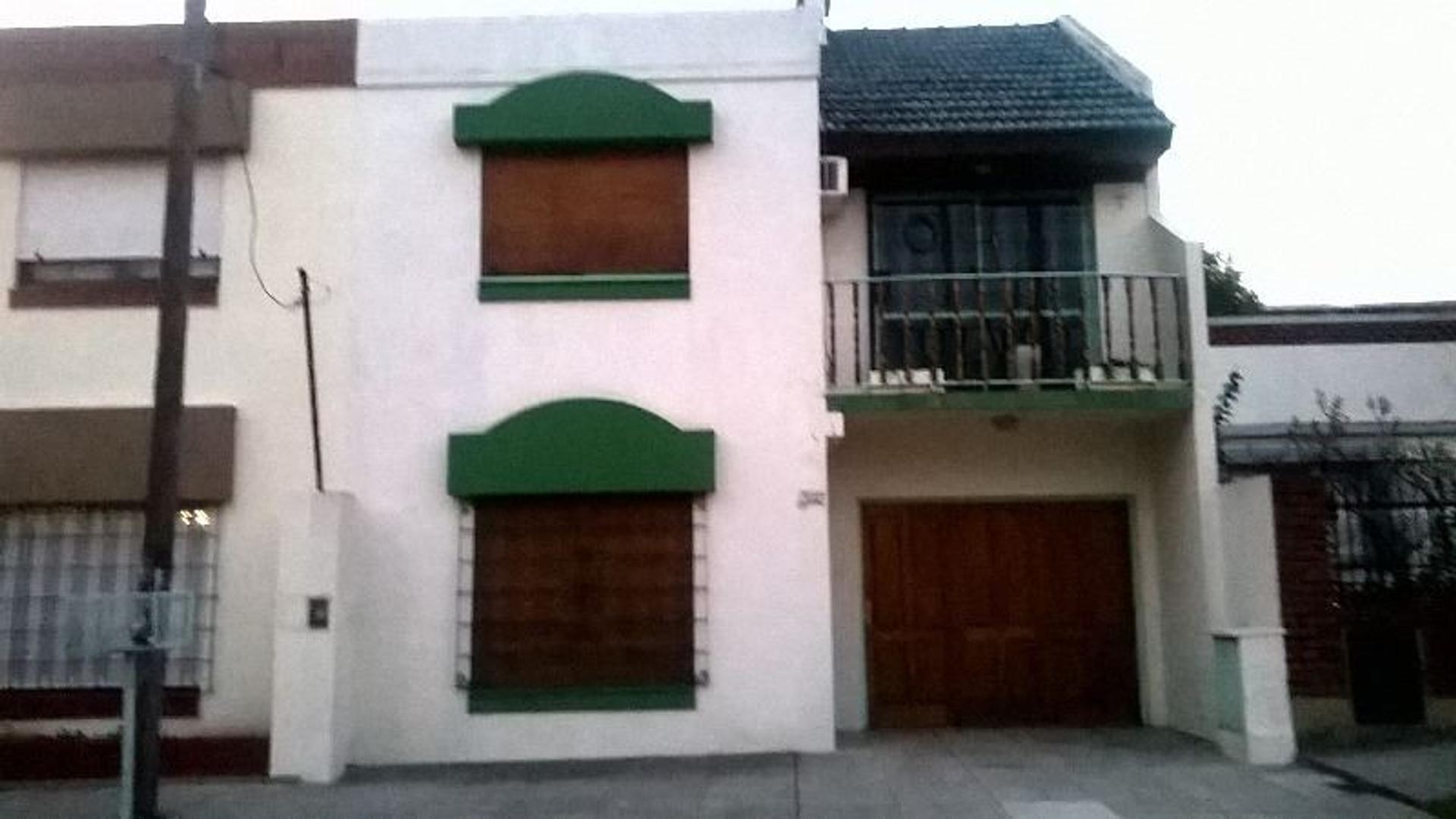 Impecable duplex 3 ambientes con garage cubierto