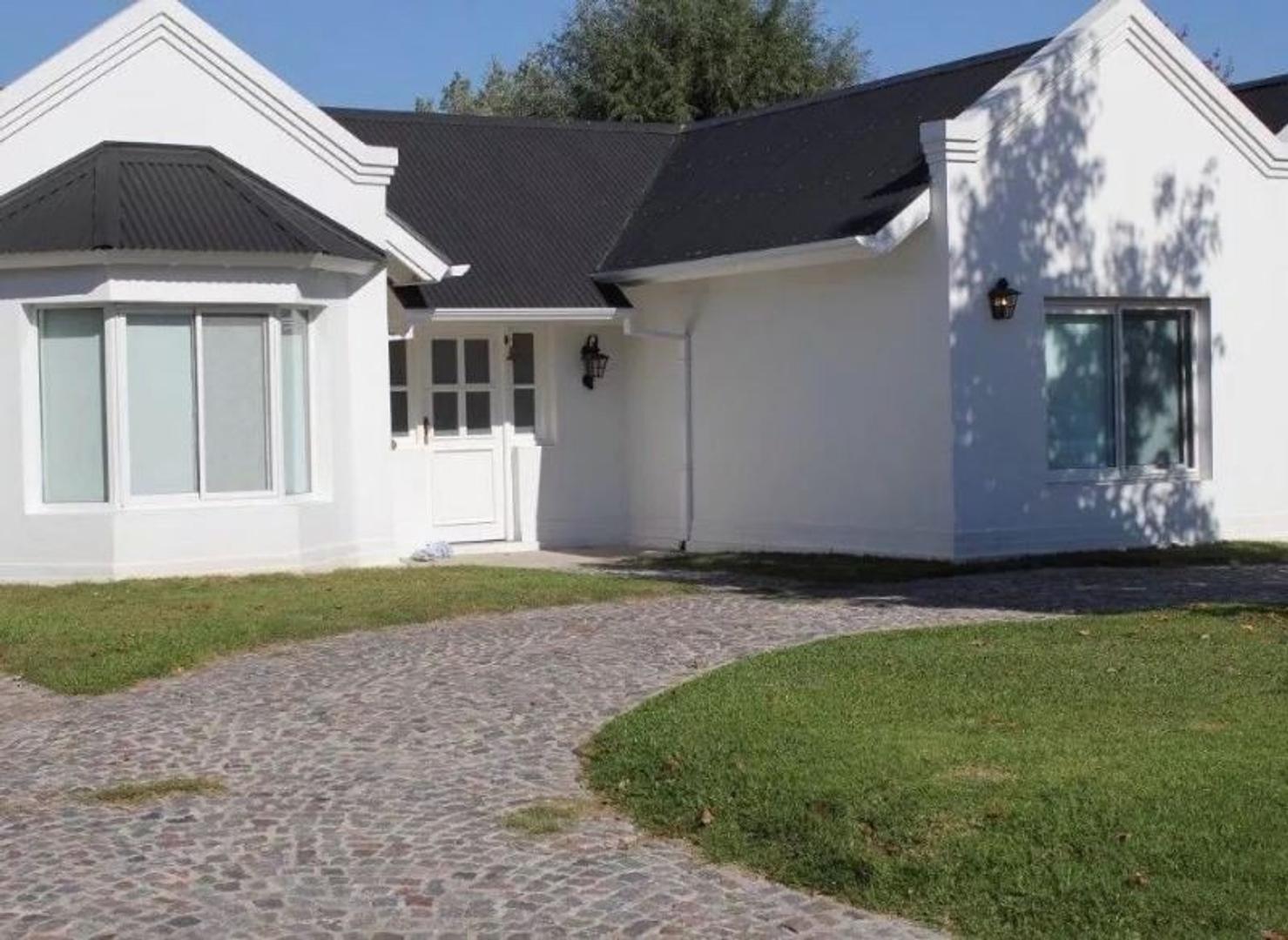Excelente propiedad en venta en Barrio Campos de Echeverria - Canning!