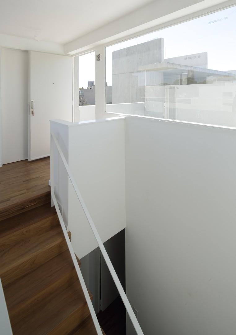 Semipiso de 151 m2 con cochera cubierta, balcon terraza y patio
