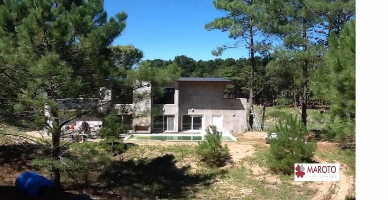 Costa Esmeralda - Casa en venta en barrio Bosque