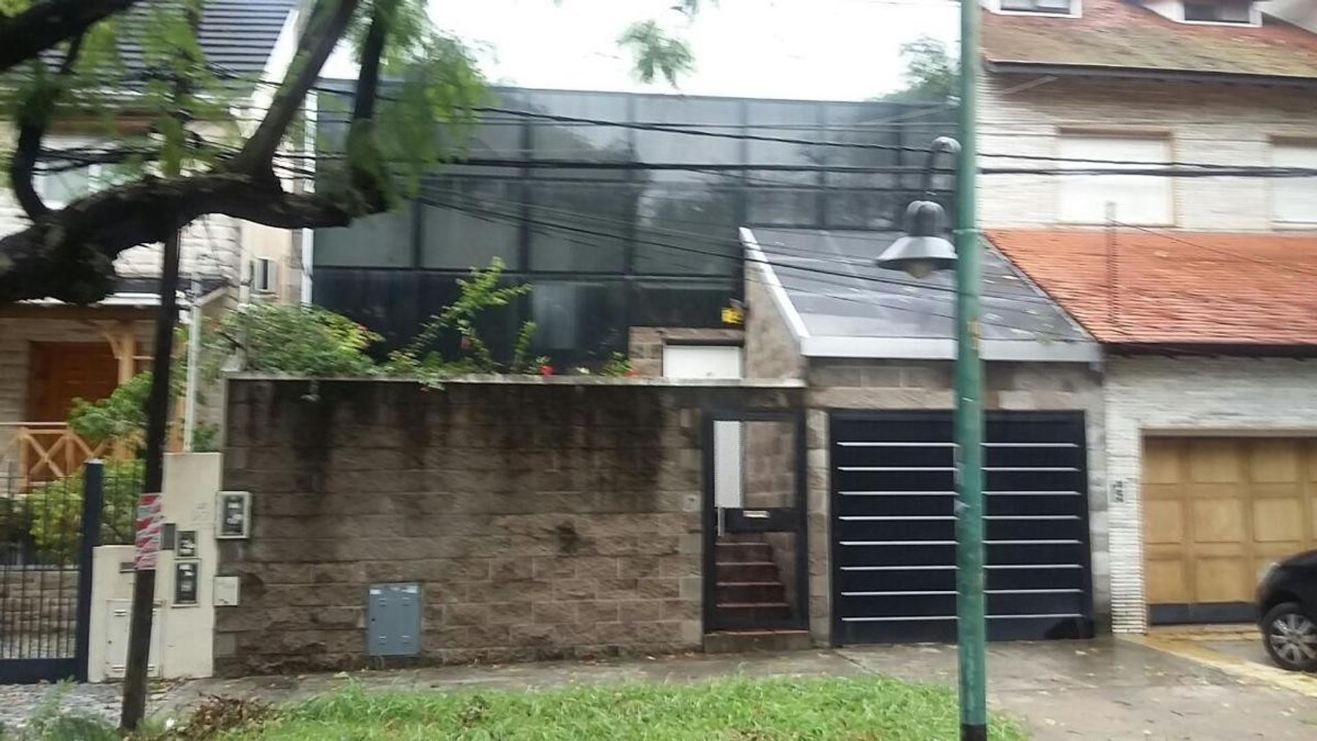 Casa Moderna en Vicente Lopez - Jardin y Piscina
