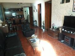 Venta de Excelente propiedad 4 ambientes con cochera cubierta