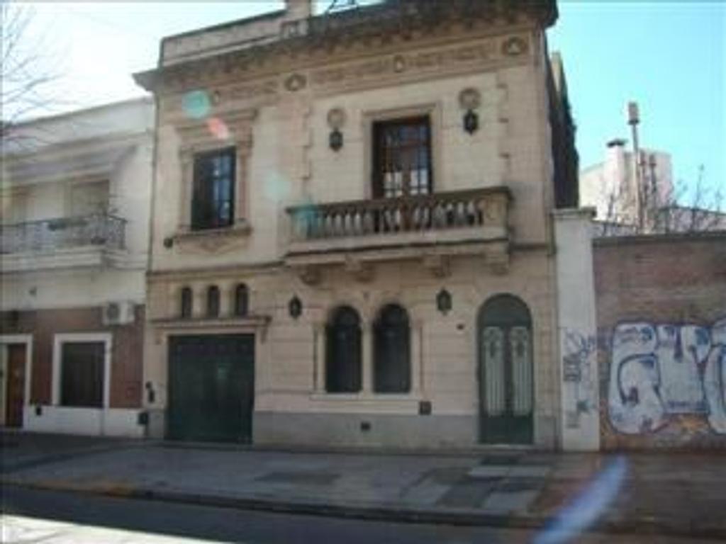 Casa en venta en av fernandez de enciso 4235 villa for Casa de azulejos en capital federal