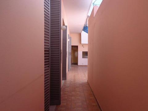 alquiler casa c/patio y terraza - refaccionada - Balbastro al 1300